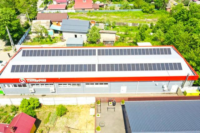 Солнечные модули на крыше магазина
