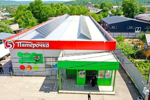 Солнечные модули на крыше магазина 1